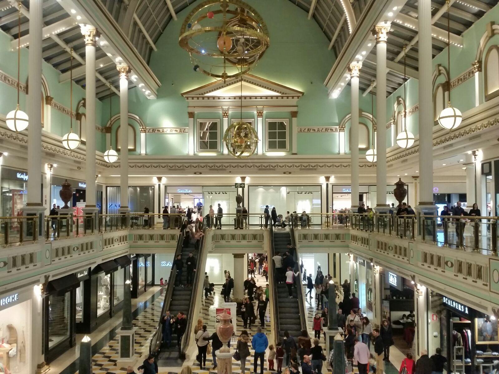Interior centro comercial Plaza Norte 2