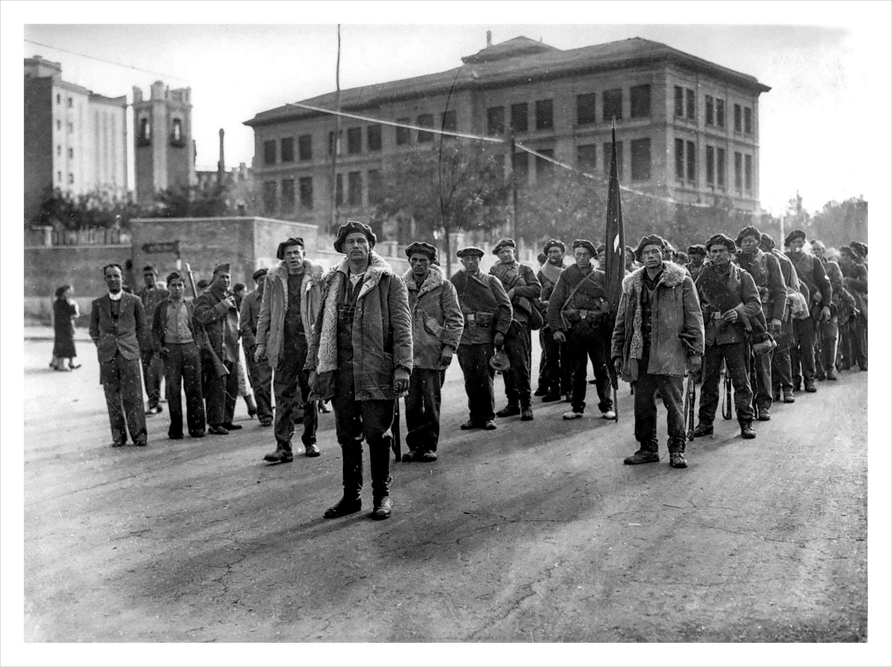Brigadas Internacionales en Moncloa antes de entrar en combate (noviembre 1936) - Diario ABC