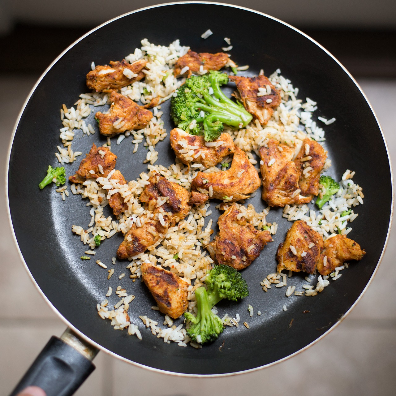 Sartén comida, brocoli, arroz y carne