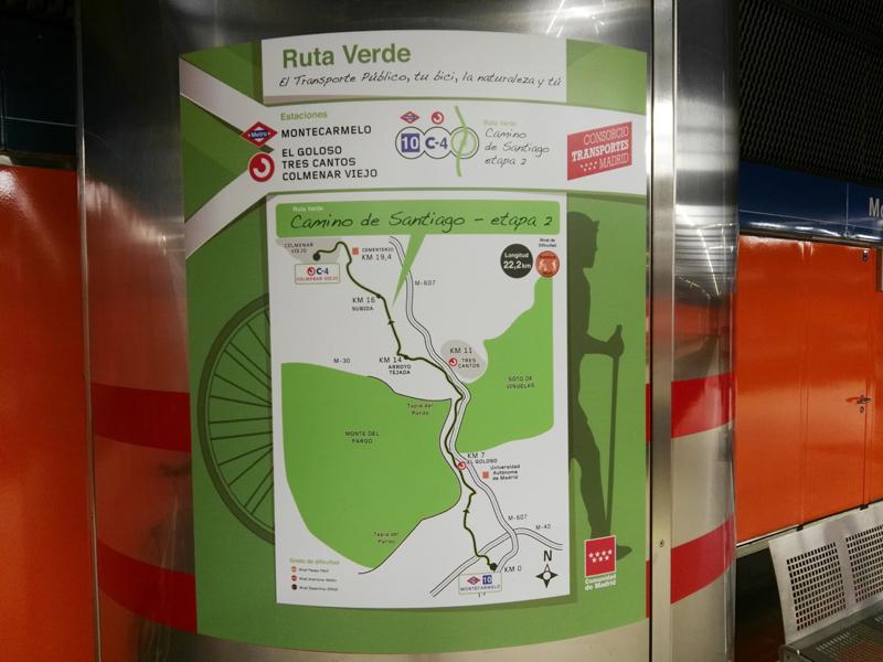 Cartel de Ruta Verde en columna de estación de Metro