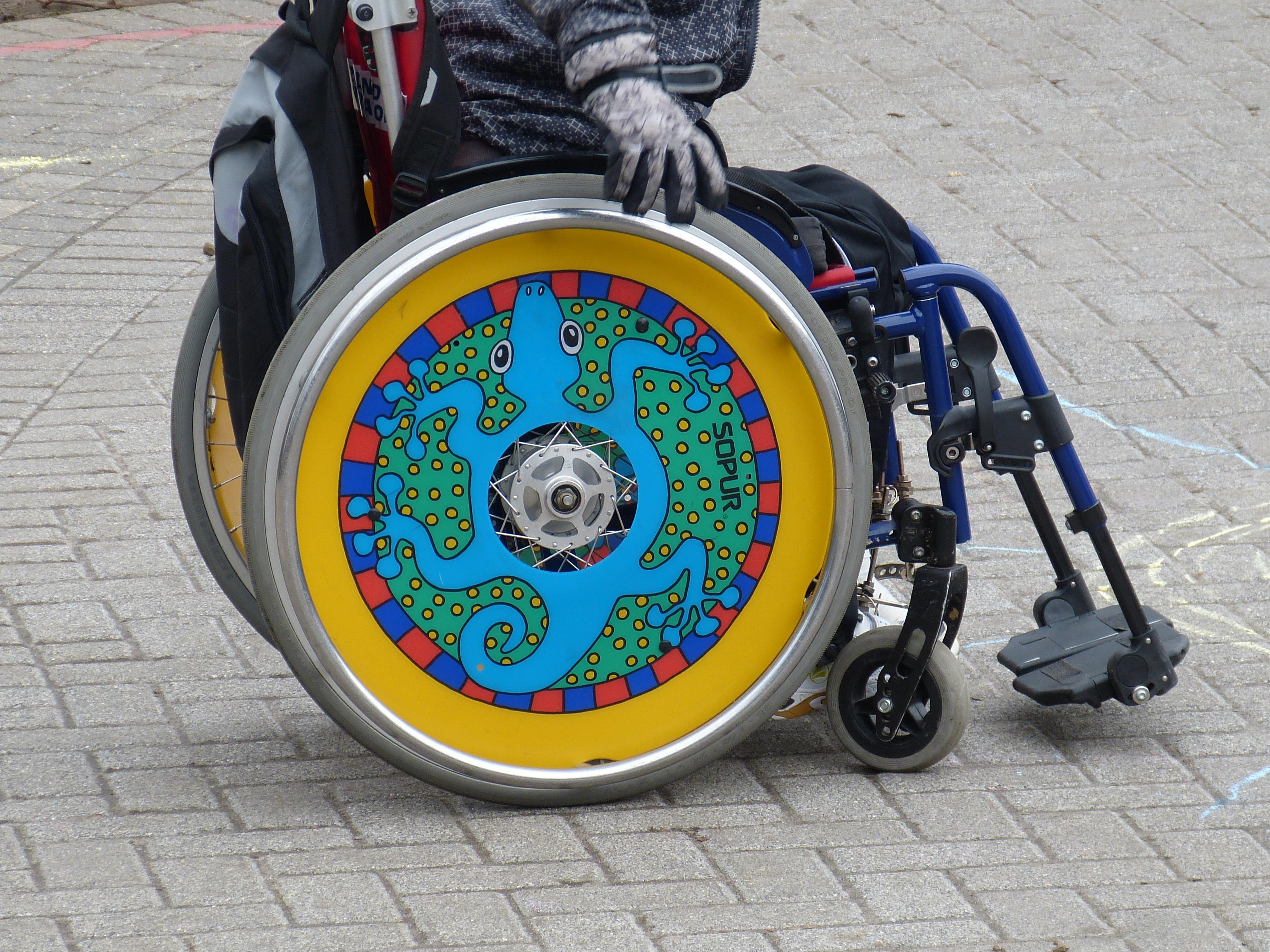 silla de ruedas decorada