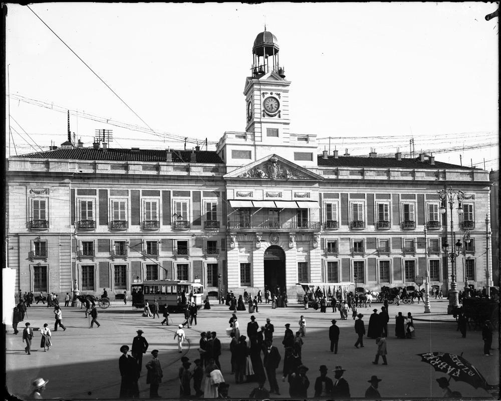 Foto antigua de la fachada de la Real Casa de Correos