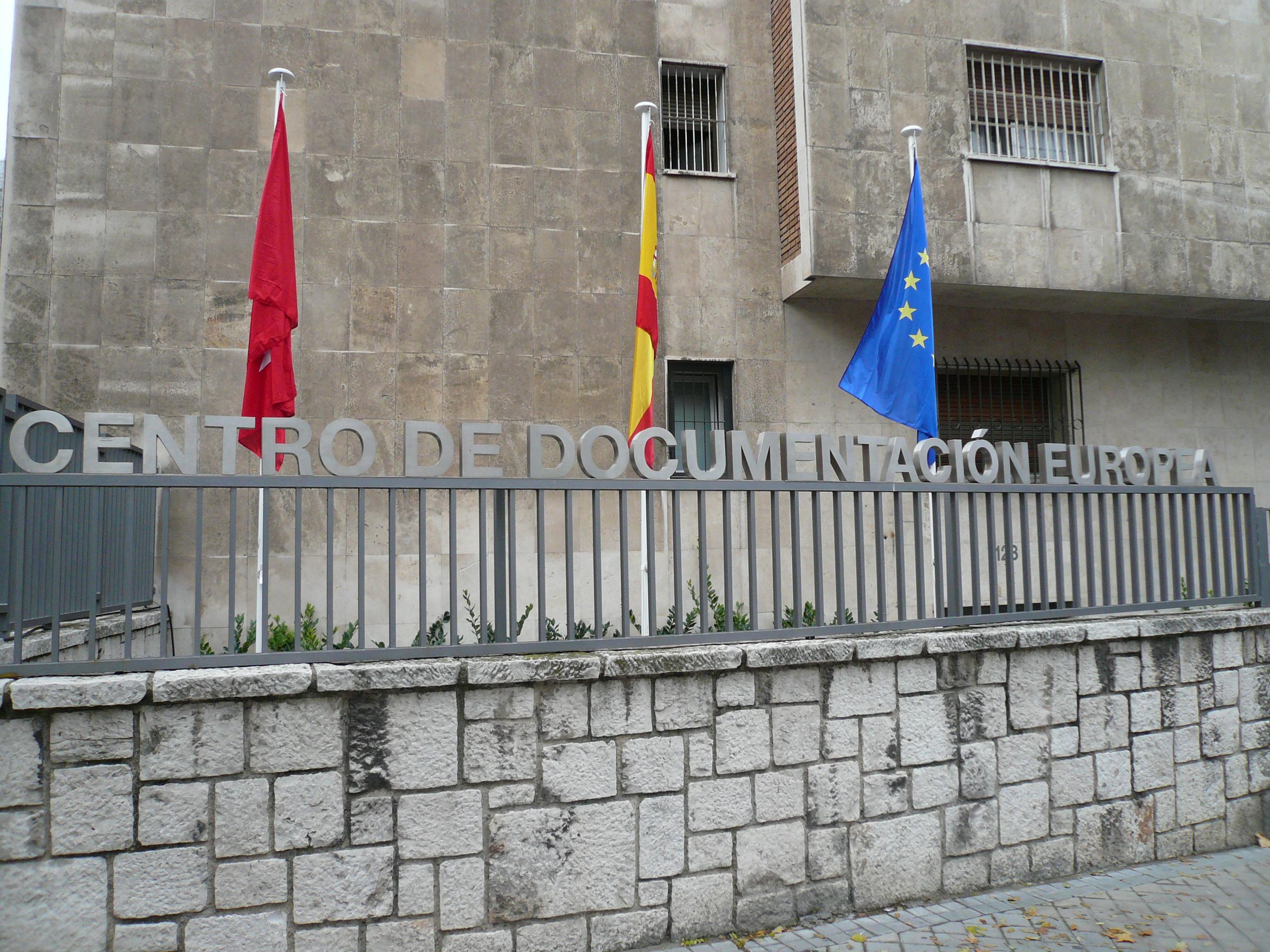 Entrada al Centro de Documentación Europea de la Comunidad de Madrid