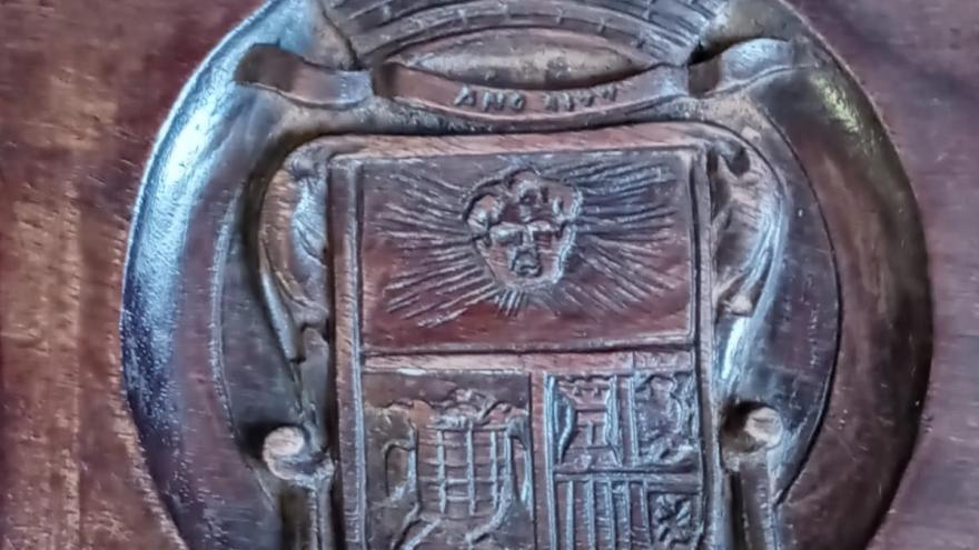 El escudo del Cardenal Cisneros