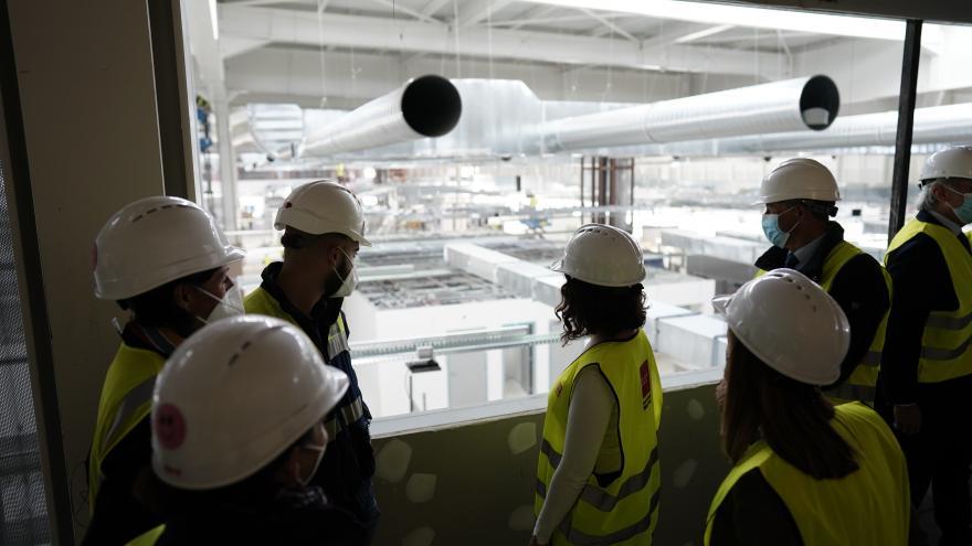 Díaz Ayuso visita las obras del Hospital Isabel Zendal