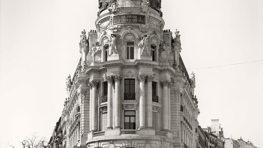Edificio de la Unión y el Fénix en la esquina de Alcalá y Gran Vía, al inicio de su construcción