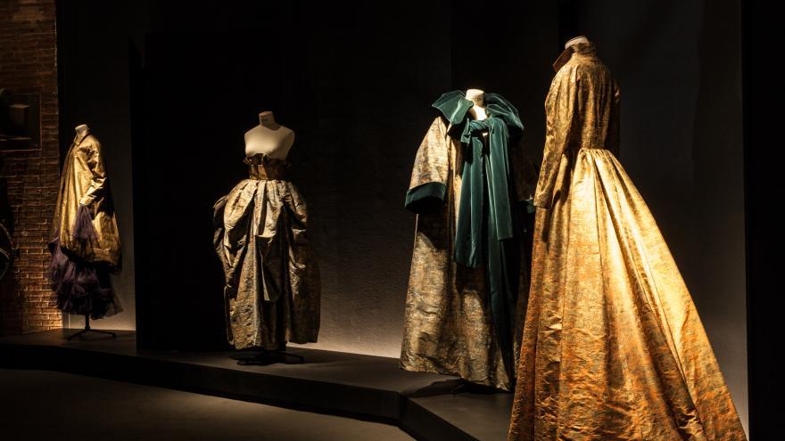 Exposición de moda en la Sala