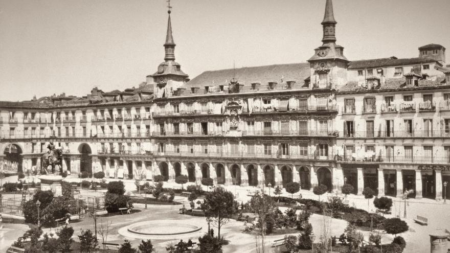 Fotografía de la Plaza Mayor ajardinada