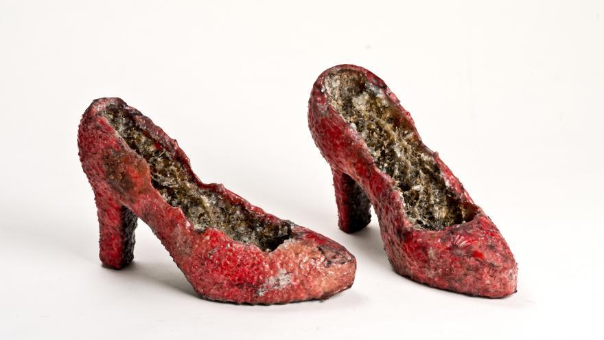Naufus Ramírez-Figueroa. Props for Eréndida. Zapatos, 2014. Poliestireno expandido y recortado, resina epoxi. Colección CA2M