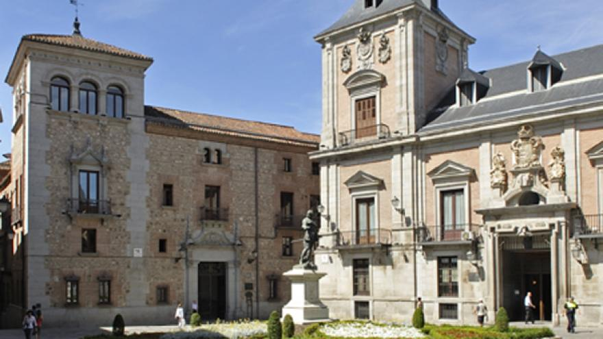 Estatua de Álvaro Bazán en la Plaza de la Villa