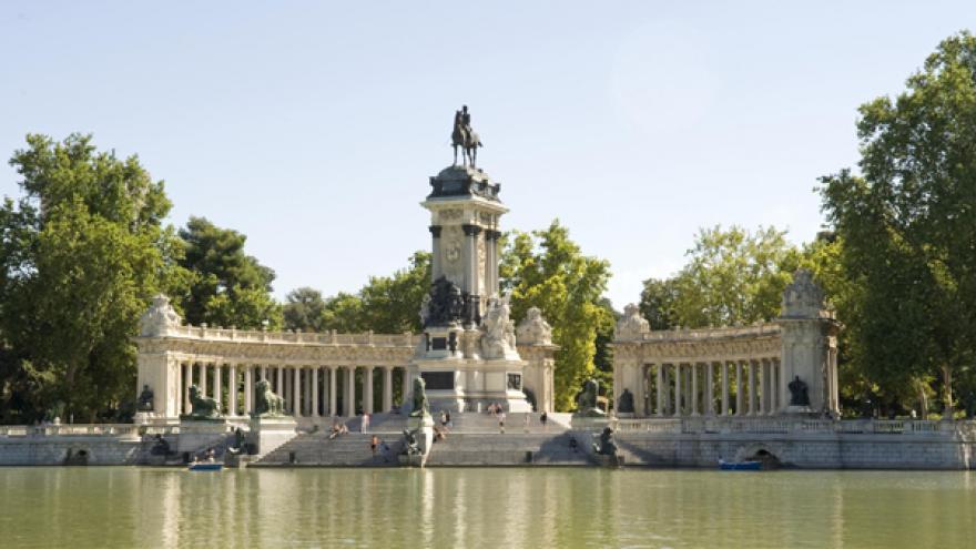 Estatua ecuestre del Rey Alfonso XII en el Parque de El Retiro