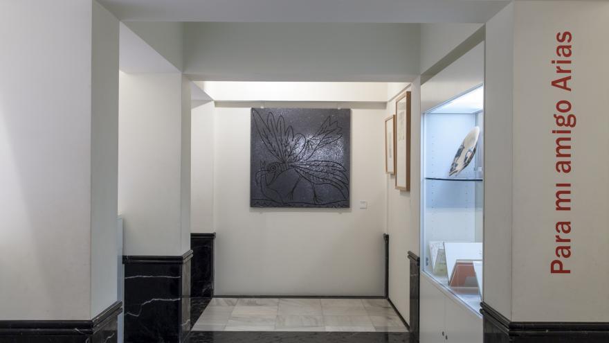 Entrada al Museo Picasso de Buitrago del Lozoya con cagafierro al fondo