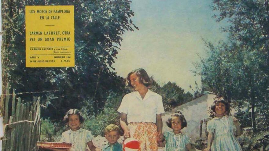 Portada revista, mujer con niños