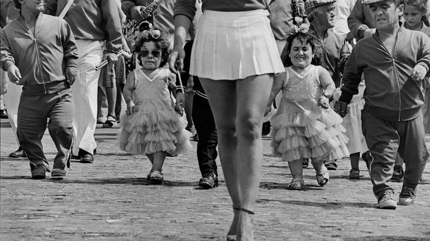 Mujeres con enanismo vestidas de flamenca