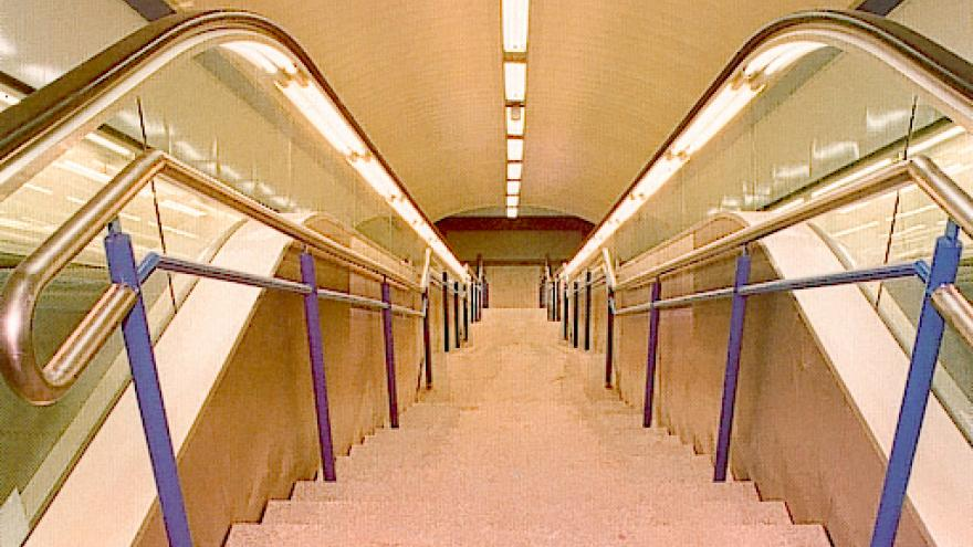 Escaleras fijas y mecánicas