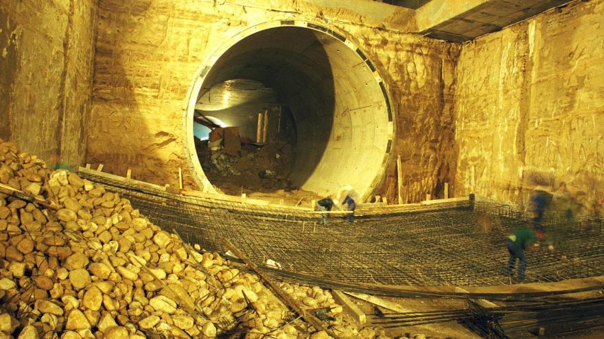 Demolición de dovelas de paso de tuneladora