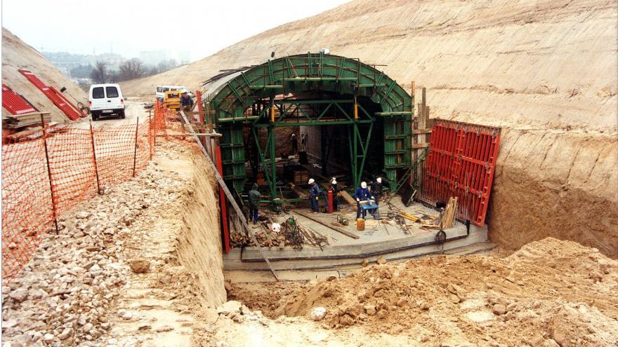 Construcción falso túnel entre Lacoma y Pitis