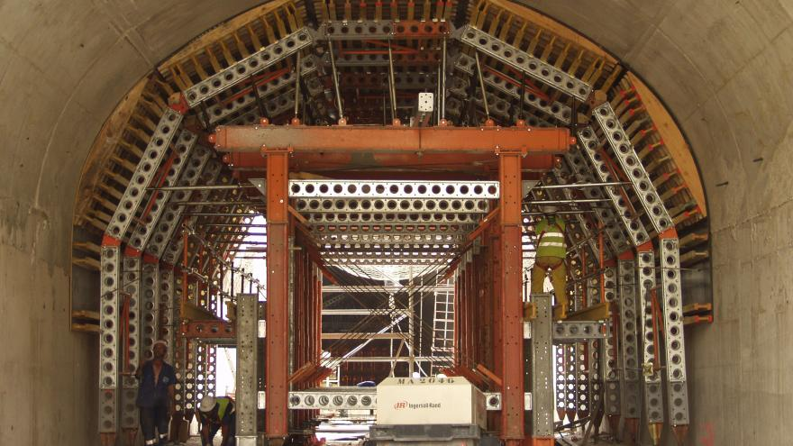 Ejecución de falso túnel en el pozo de ataque