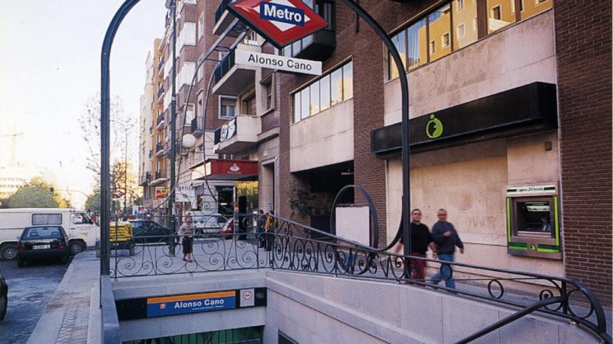 Acceso estación Alonso Cano
