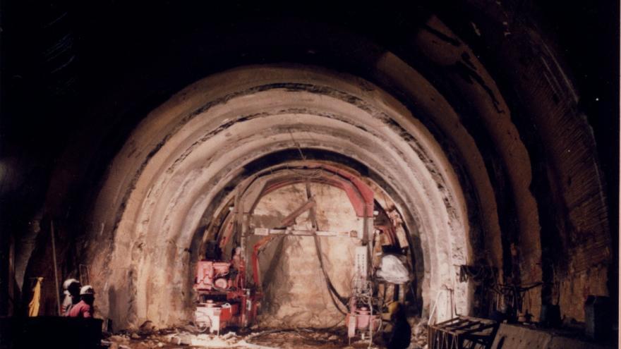 Sostenimiento de túnel en ejecución