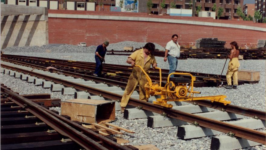 Cubierta nave de mantenimiento. Comienzo de colocación de chapa 28/07/1994