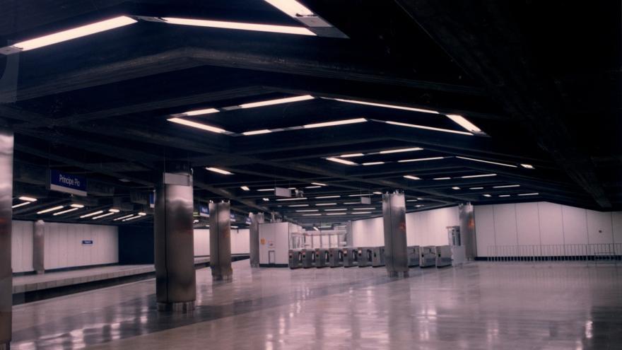 Vestíbulo estación Príncipe Pío del Ramal Ópera-Norte