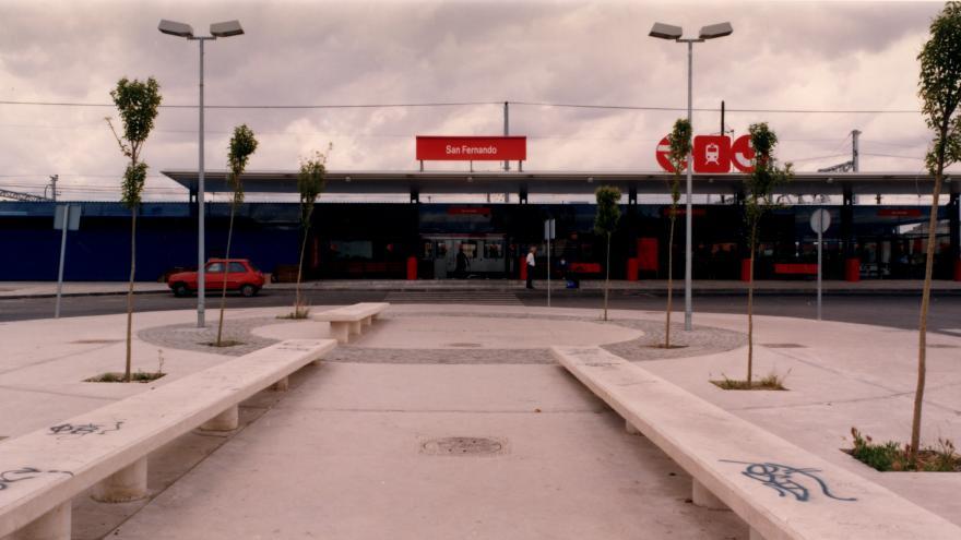 Exterior estación San Fernando