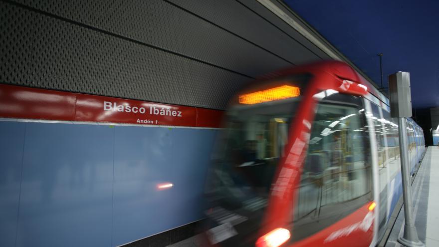 Tren en estación Blasco Ibáñez