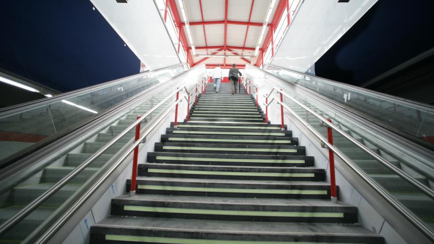 Escaleras estación María Tudor
