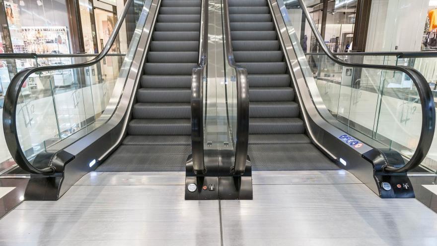 Escaleras mecánicas centro comercial