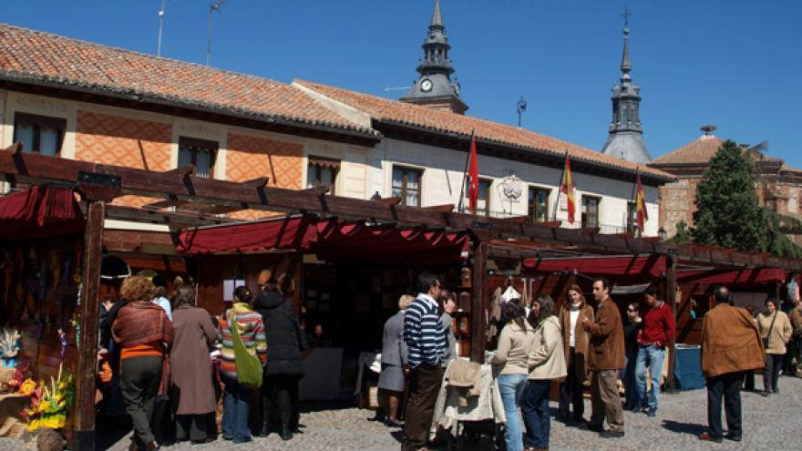 Mercado de artesanía Plaza de Segovia de Navalcarnero