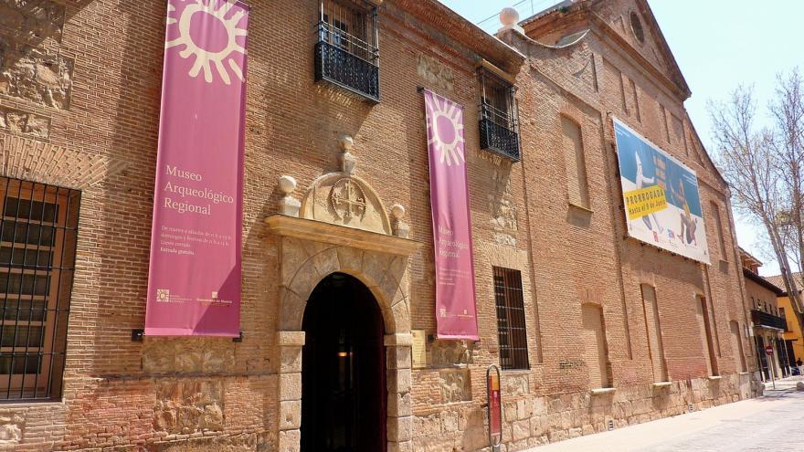 Fachada del Museo Arqueológico Regional en Alcalá de Henares