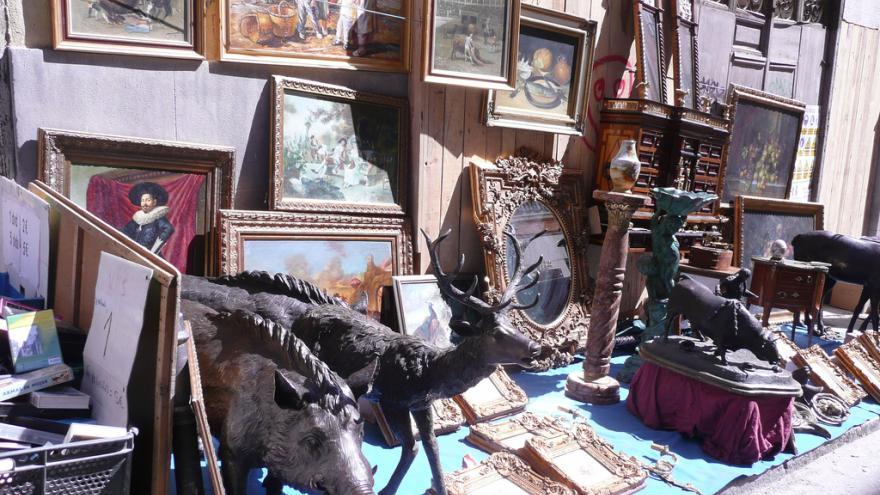 Muebles y objetos variados del Rastro de Madrid