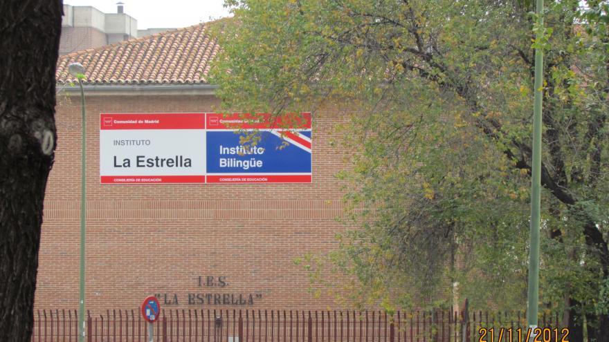 Fachada y cartel del Instituto bilingüe La Estrella