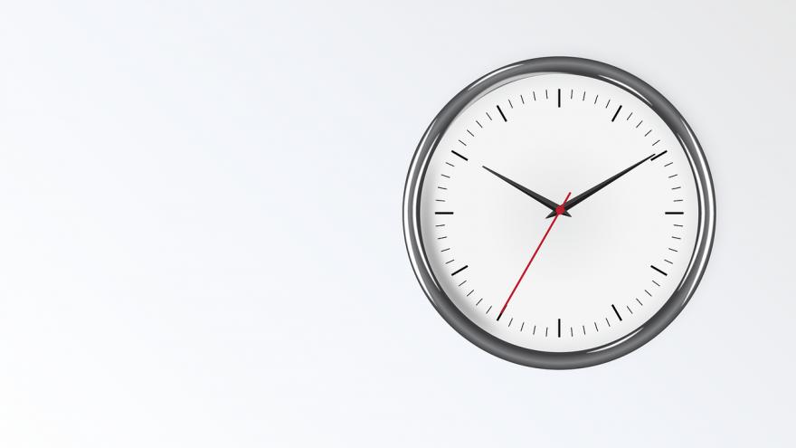 reloj analogico fondo blanco ajustado derecha
