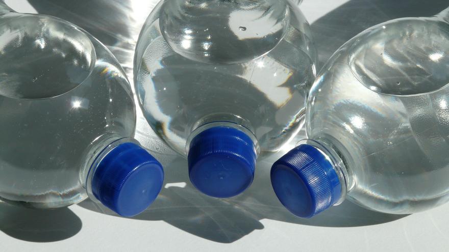 Tres botellas de agua
