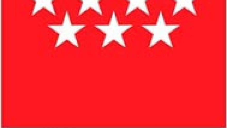 Siete estrellas blancas sobre fondo rojo y debajo la leyenda Comunidad de Madrid