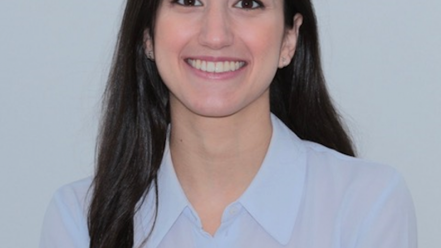 Imagen de la Dra Bueno del Servicio de Cirugía Oral y Maxilofacial del Hospital Universitario Ramón y Cajal
