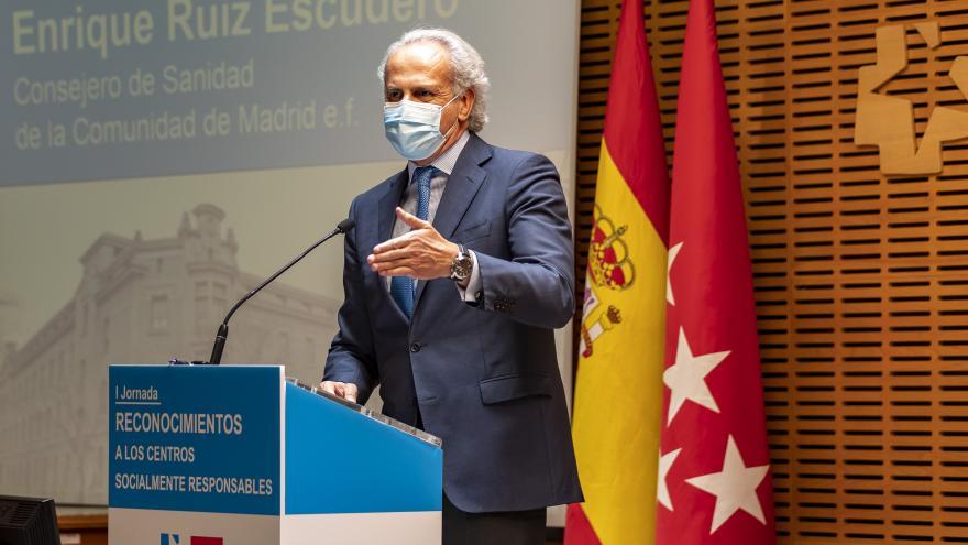 El consejero de Sanidad, Enrique Ruiz Escudero, durante su intervención