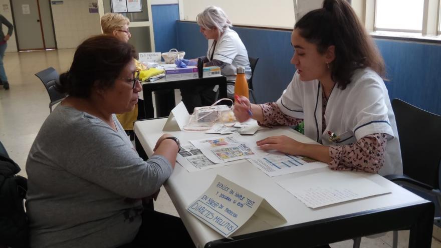 El Centro de Salud Federica Montseny conciencia a los usuarios sobre la diabetes