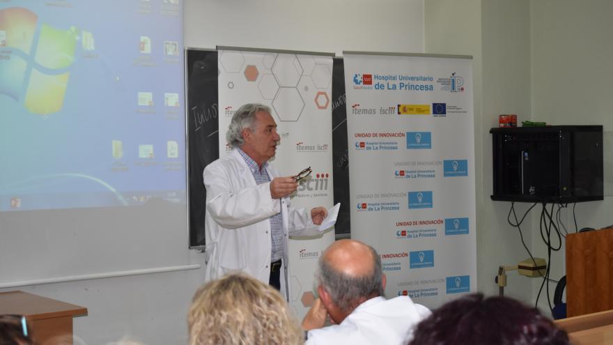 El Director Médico durante la sesión de Innovación