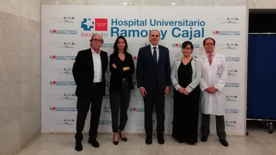 Imagen de las personalidades que acudieron al evento en el Hospital Universitario Ramón y Cajal