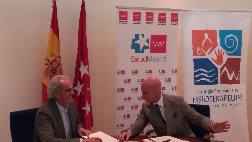 Acto de firma del consejero de Sanidad, Enrique Ruiz Escudero, con el presidente del Colegio de Fisioterapeutas