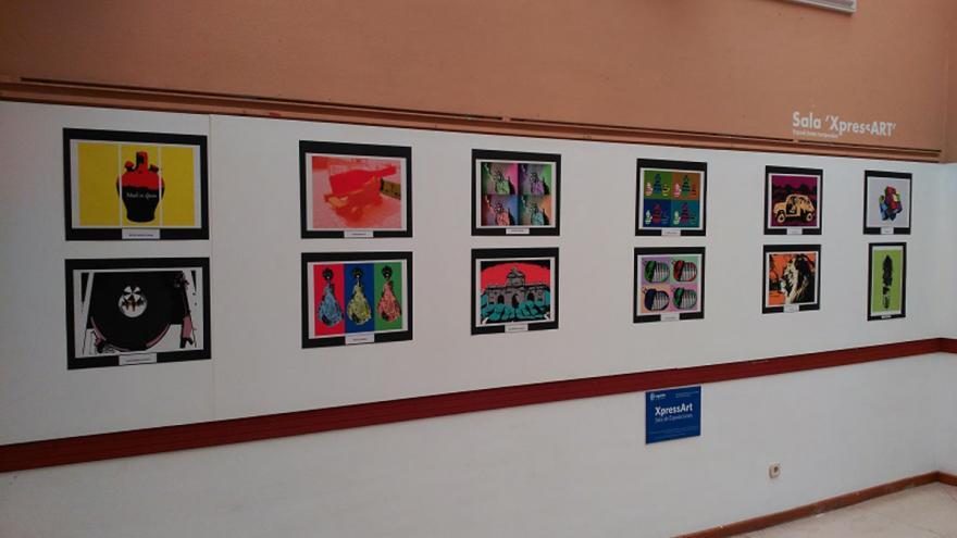 Fotografias enmarcadas en una pared