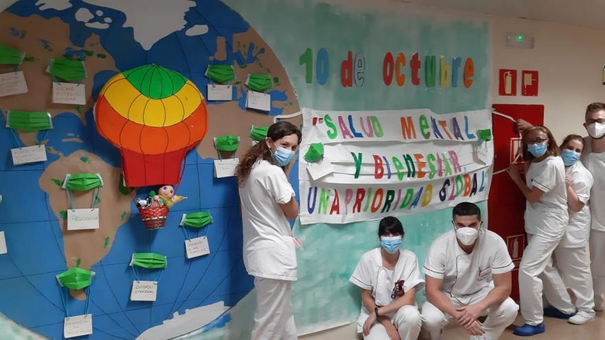 profesionales de la Unidad de Psquiatria que han participado en la confección del mural