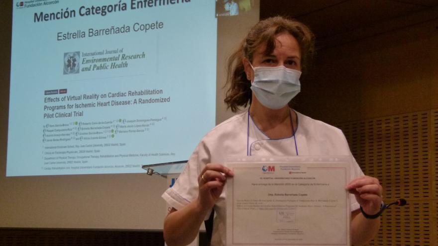 Estrella Barreñada, primer autor del Hospital,