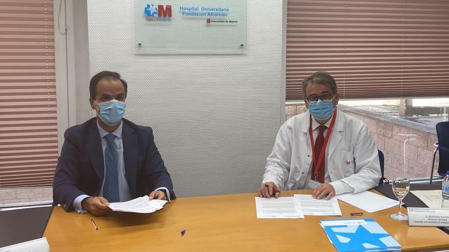 Firma del Convenio, Javier Ramos Rector URJC y Modoaldo Garrido Gerente HUFA