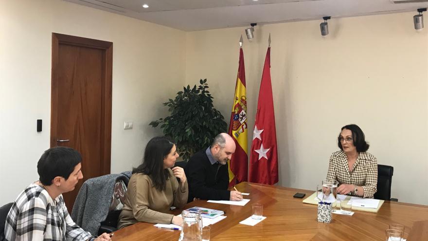 Yolanda Ibarrola con el vicedecano primero del Colegio Oficial de Trabajo Social de Madrid, Daniel Gil