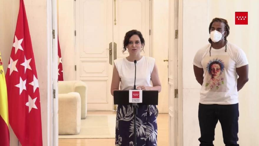 La presidenta recibe al artista cubano Yotuel