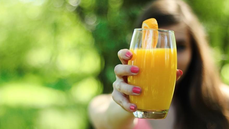 Vaso de zumo de naranja